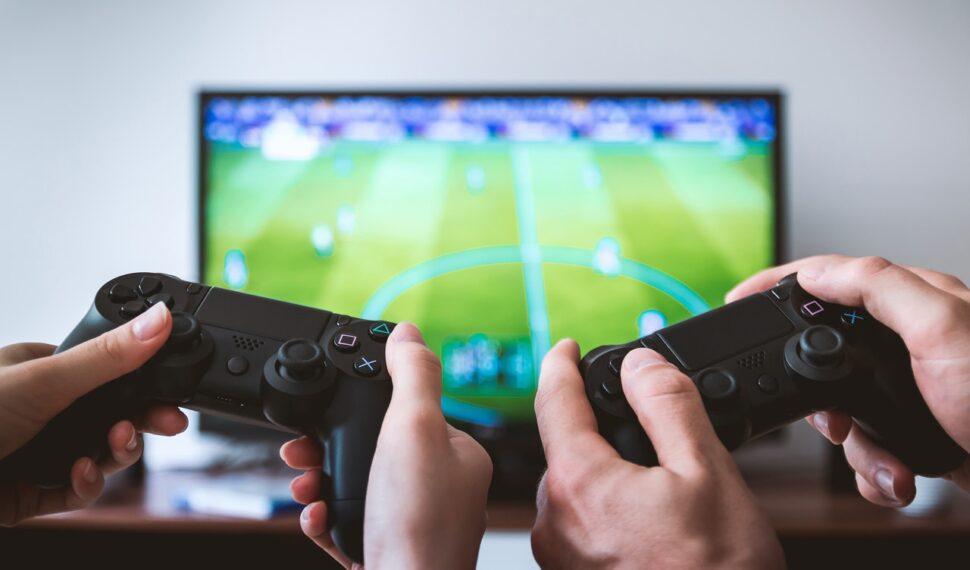 Spil med samme PSN-konto, på forskellige PS4 konsoller